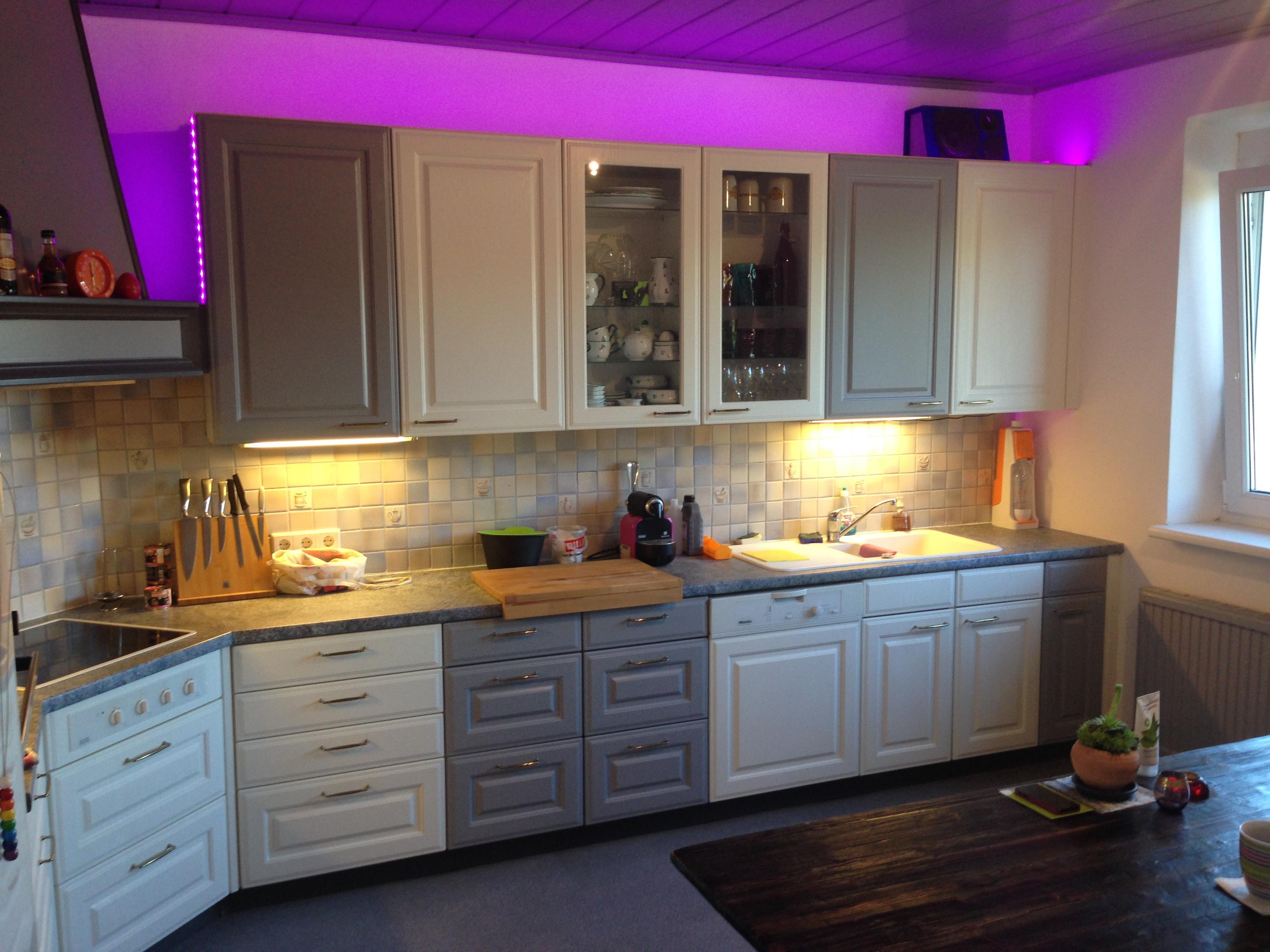 20 Jahre alte weiße Küche renoviert und in neuem Design