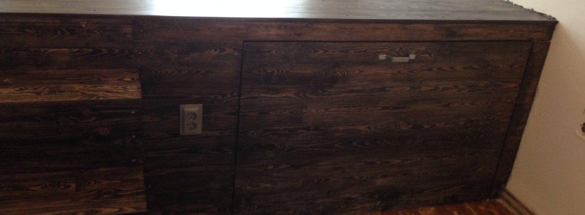Podest aus Vollholz auf Ebenholz geölt mit ausziehbarem Bett, Treppe und Stauraum